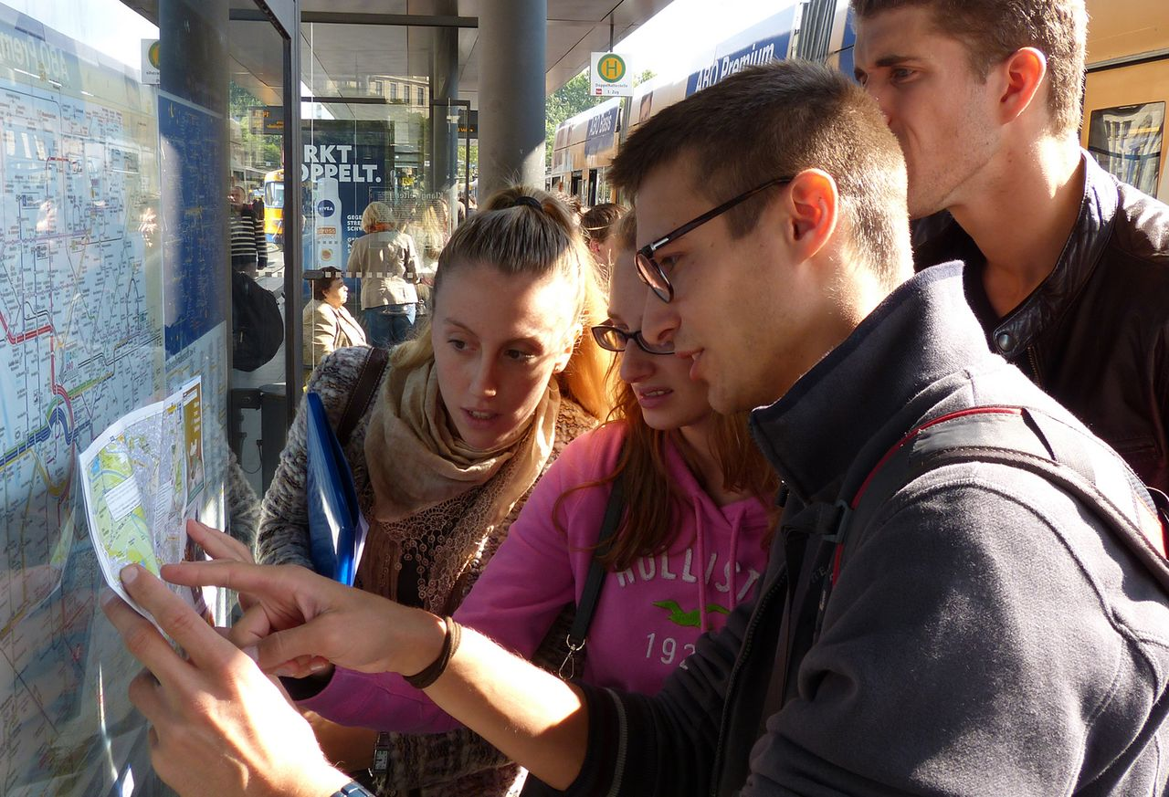 A mentor explains the traffic system of Leipzig with a map