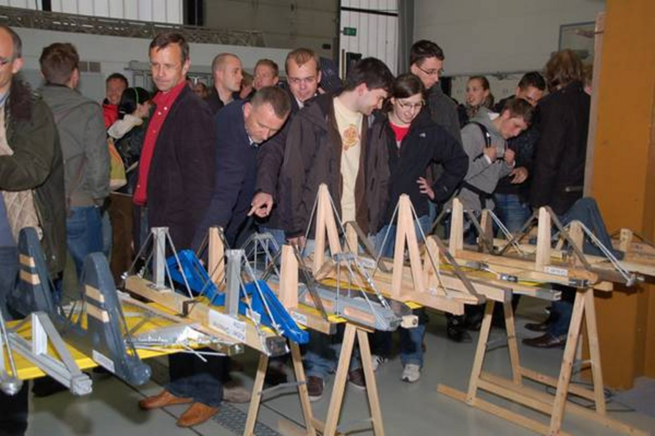 Different models for the Bridge-Building Contest are displayed