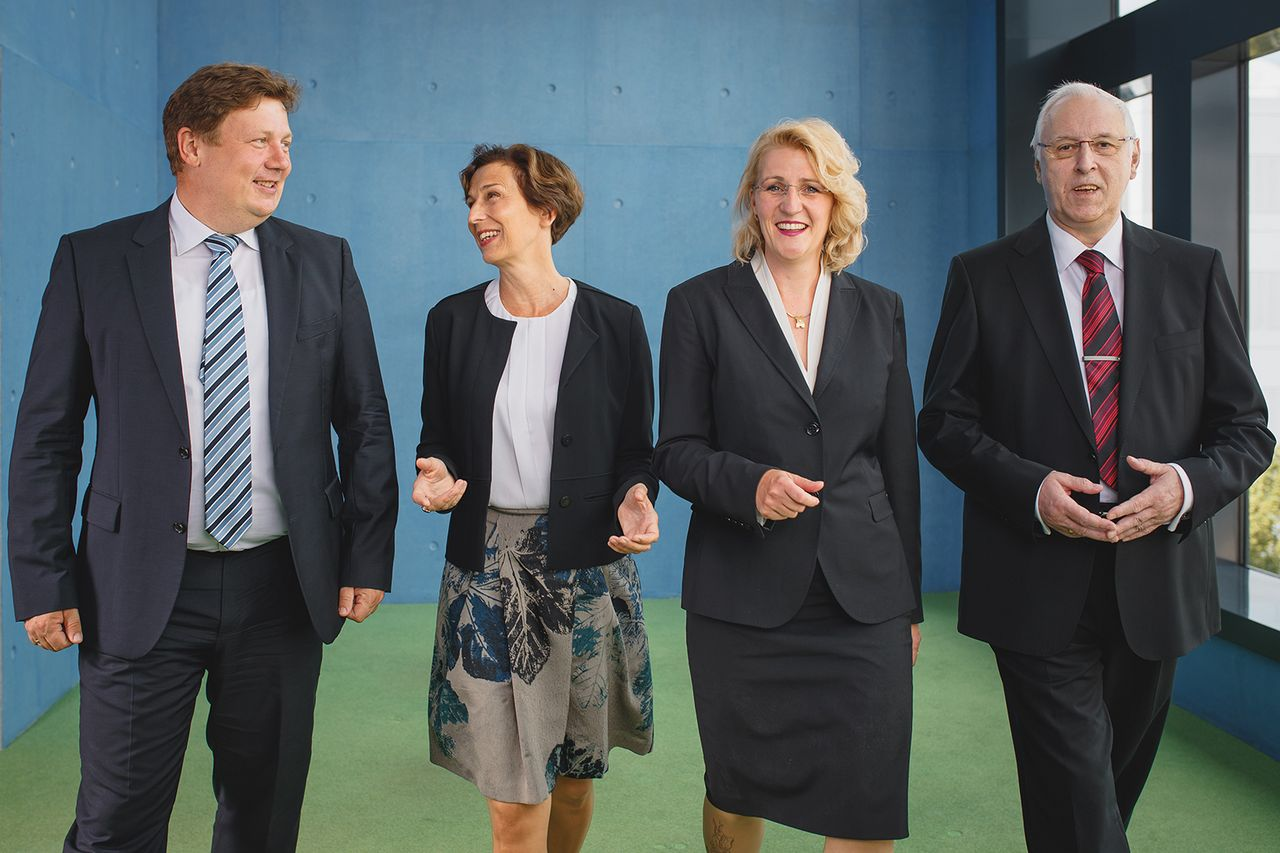 The Rector Prof. Gesine Grande together with the Head of Administration and Finance Prof. Swantje Heischkel, the Vice-Rector for Research Prof. Markus Krabbes and the Vice-Rector for Education Prof. Thomas Fischer