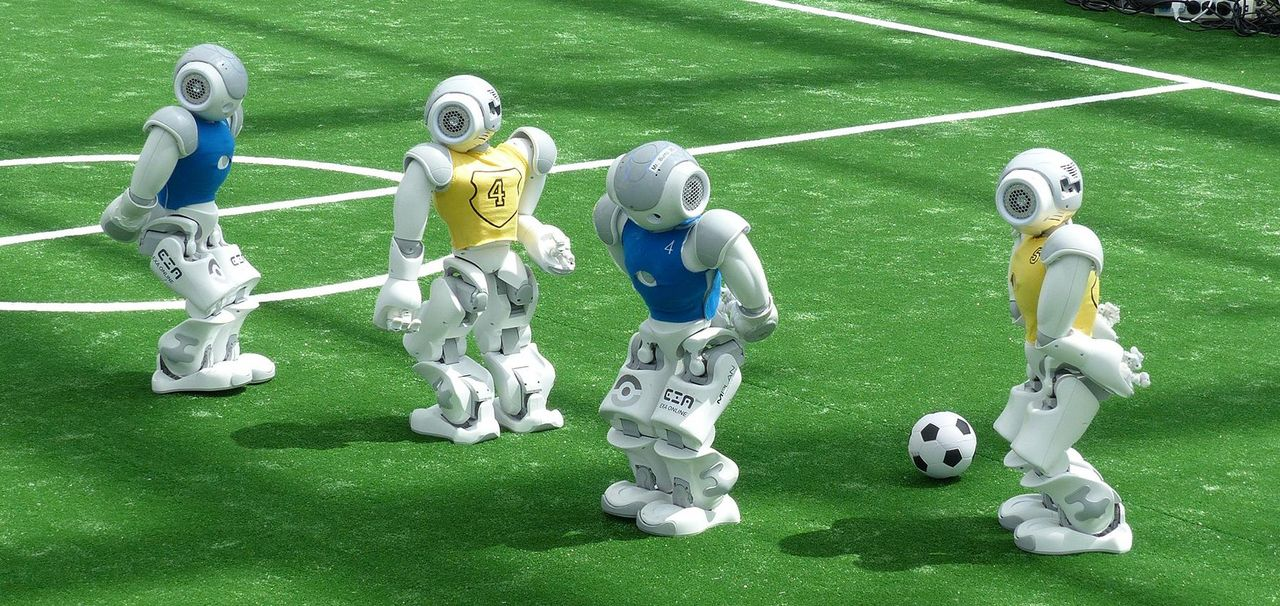 Four roboters play football